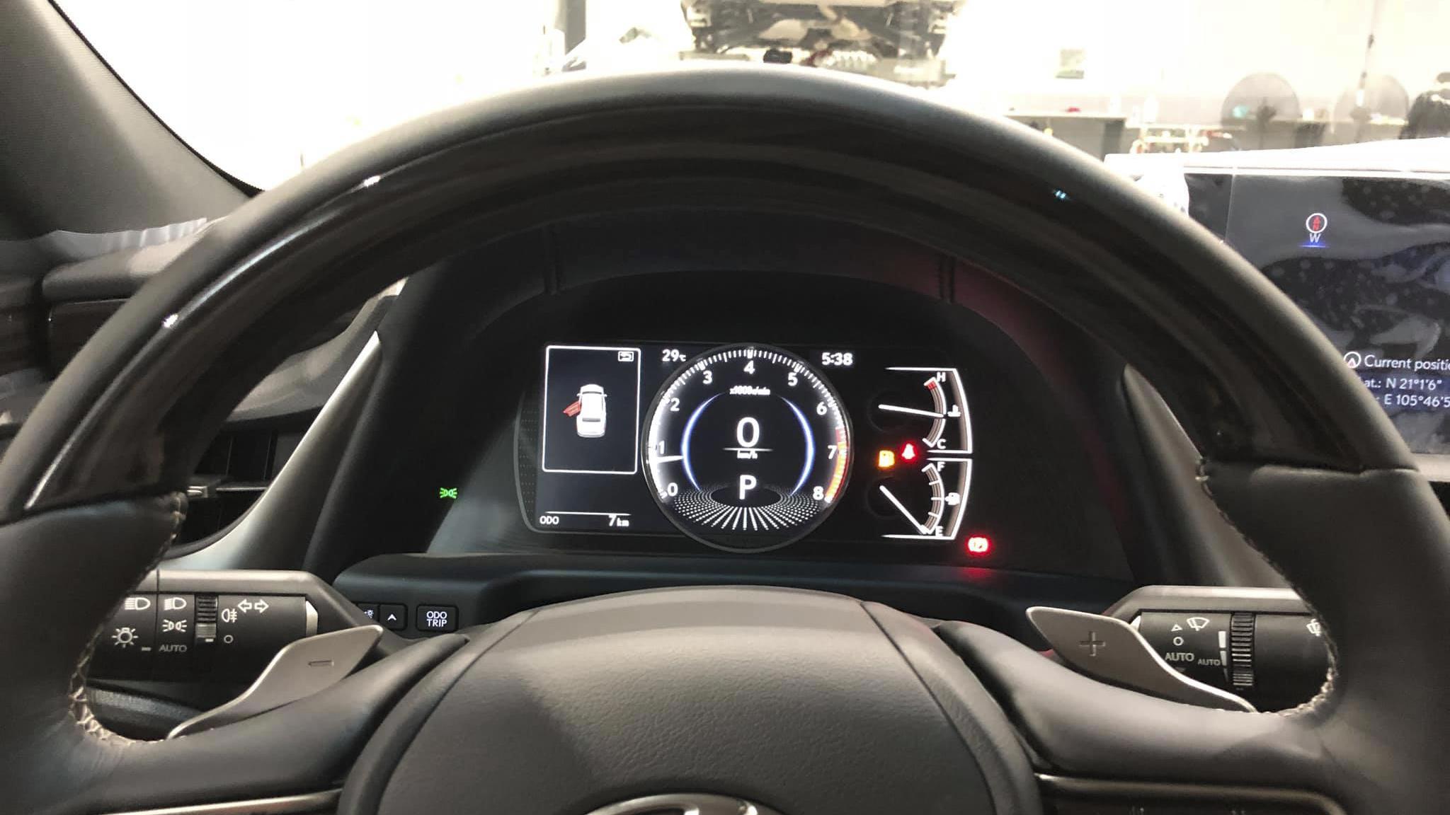 Đồng hồ hiển thị trên Lexus ES 250 2019
