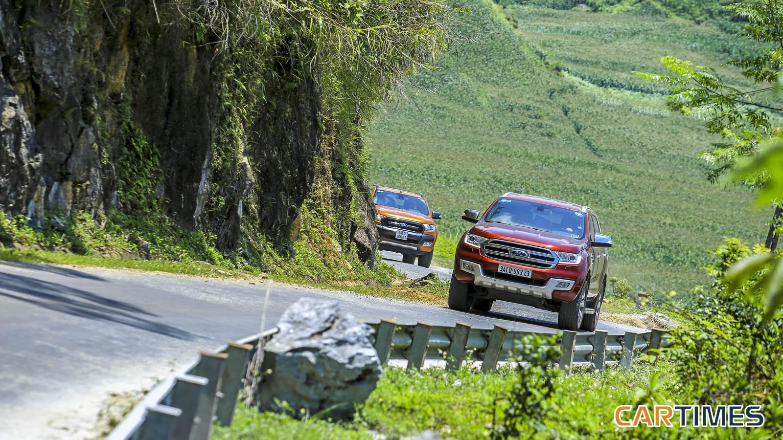 Ford Everest và Ford Ranger (2 dòng xe được sử dụng trong chuyến đi lần này).