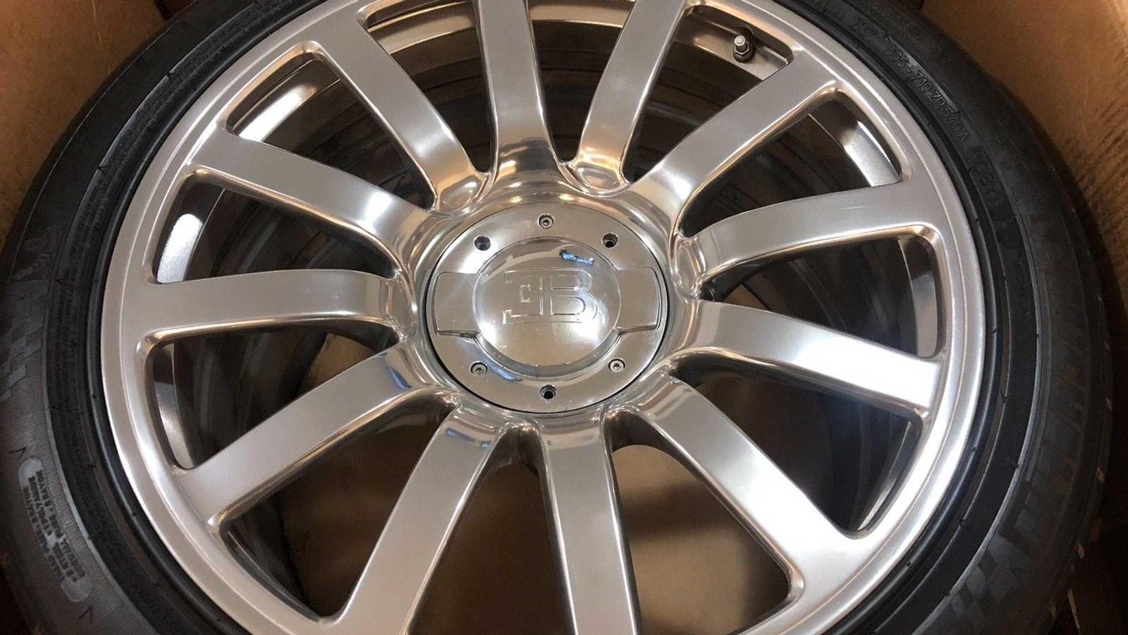 Một bộ lốp Bugatti Veyron tiêu chuẩn đắt gấp rưỡi bộ lốp trên eBay