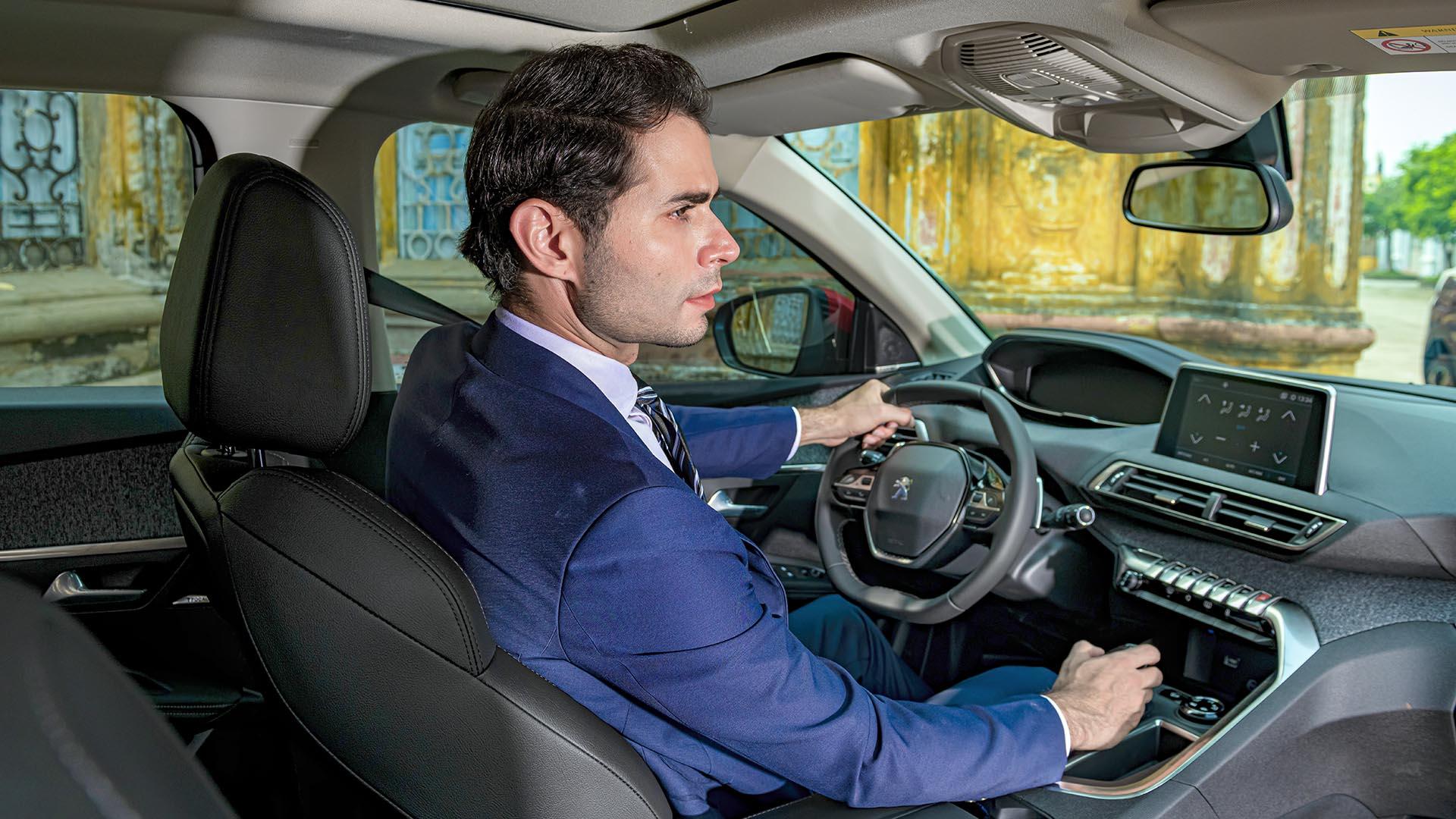 Nội thất xe Peugeot mang nhiều nét đặc trưng của ngôn ngữ thiết kế i-Cockpit