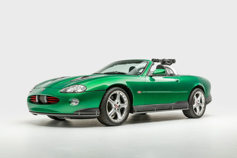 Xe Zao Jaguar XKR trong phim Die Another Day
