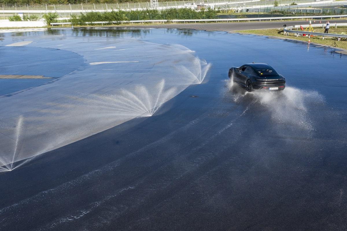 Thành tích này được ghi nhận dưới sự giám sát của thành viên ban giám khảo của Tổ chức Kỷ Lục Guinness Thế Giới, Joanne Brent, tại đường thử của PEC có trang bị hệ thống phun nước