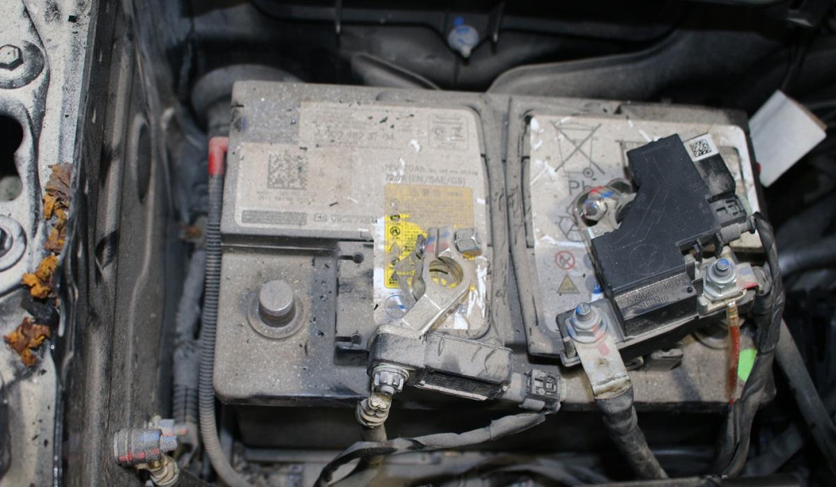 Theo MBV, bình ắc quy ở bên trái của xe không có dấu hiệu quá nhiệt