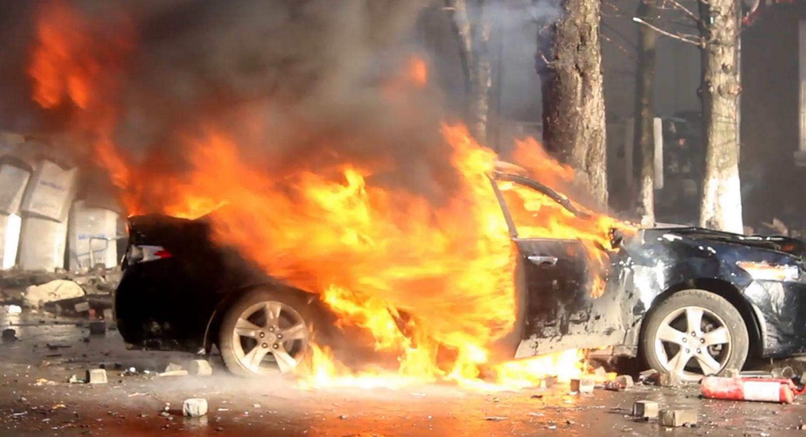 """Các hãng xe làm gì để ô tô không """"bỗng dưng muốn cháy"""""""