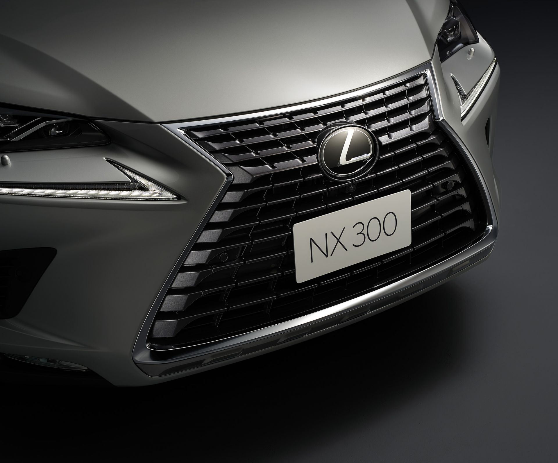 Lexus NX 300 2020 chính thức bán ra thị trường Việt với giá 2,56 tỷ đồng, cao hơn bản cũ