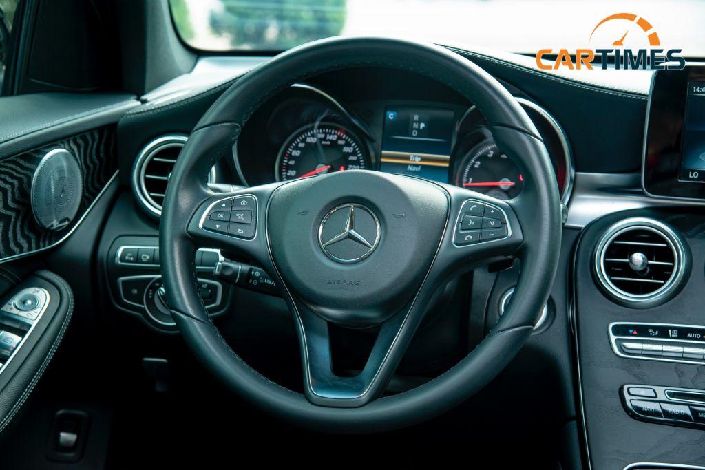 Vô lăng xe Mercedes-Benz GLC 300 AMG đời 2017