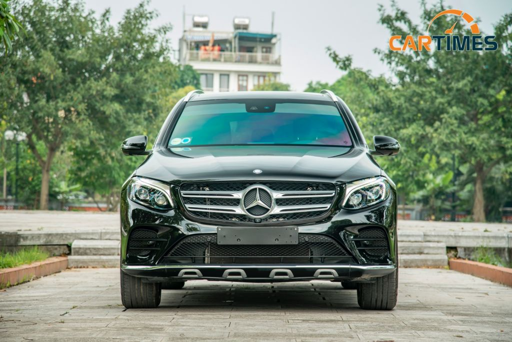 Đầu xe Mercedes-Benz GLC 300 AMG đời 2017