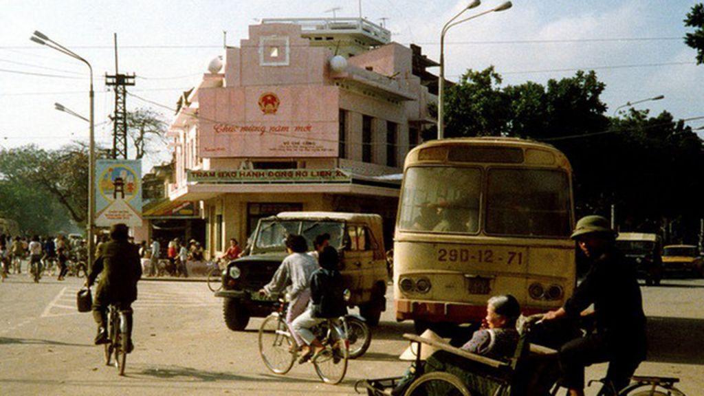 Xe Uaz trên đường phố Hà Nội