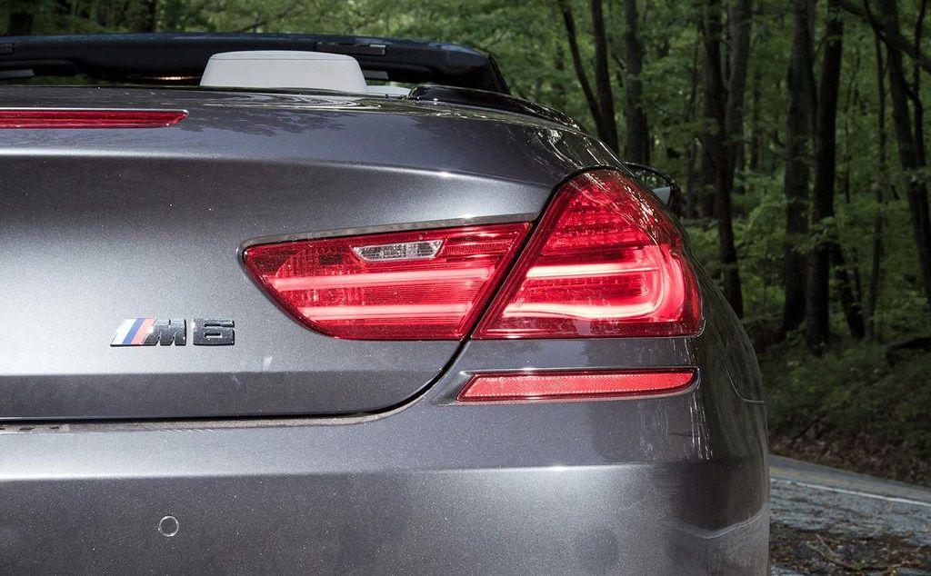 Đèn hậu xe ô tô có cơ chế hoạt động như thế nào?