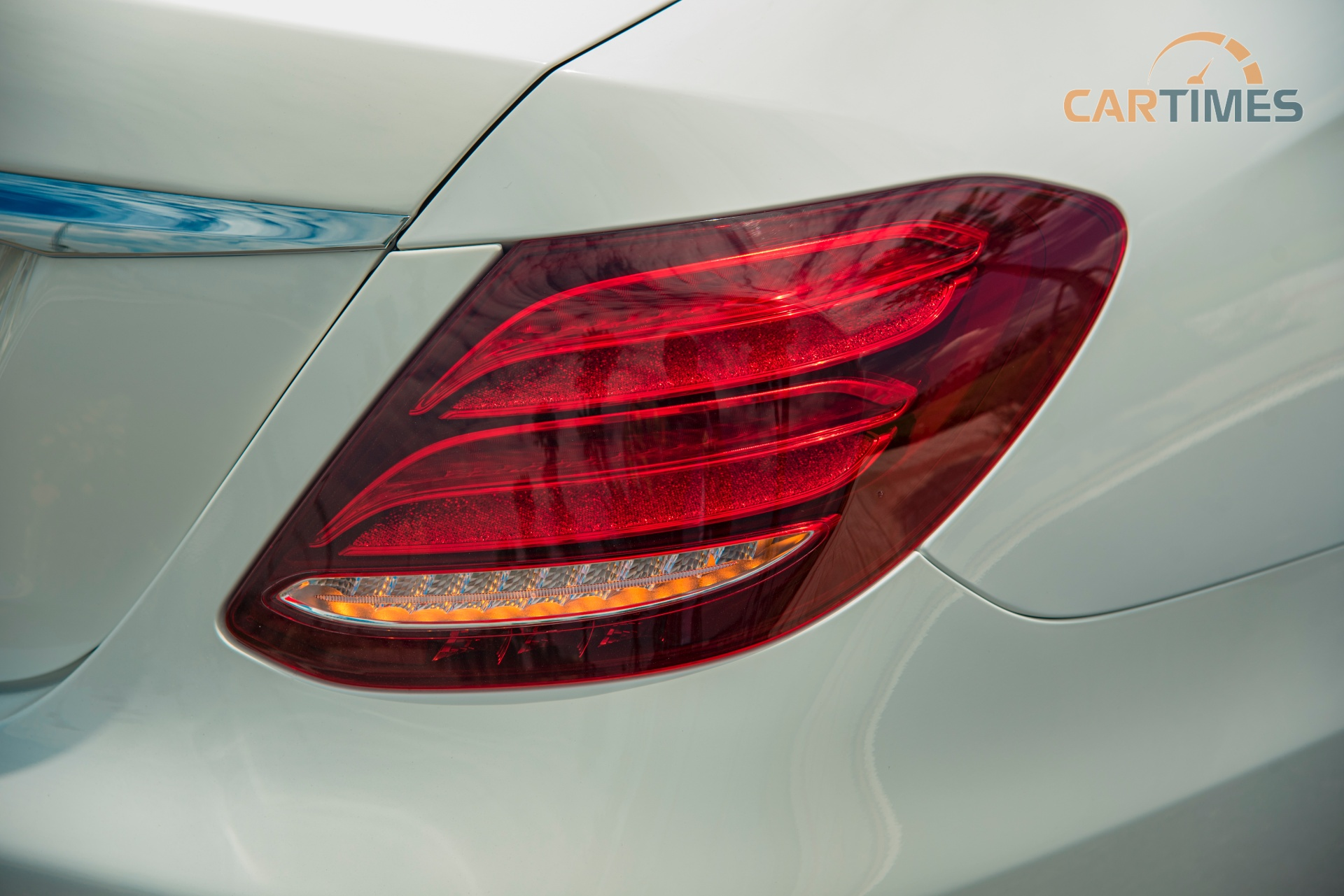 Đèn hậu xe Mercedes-Benz E 200 Sport