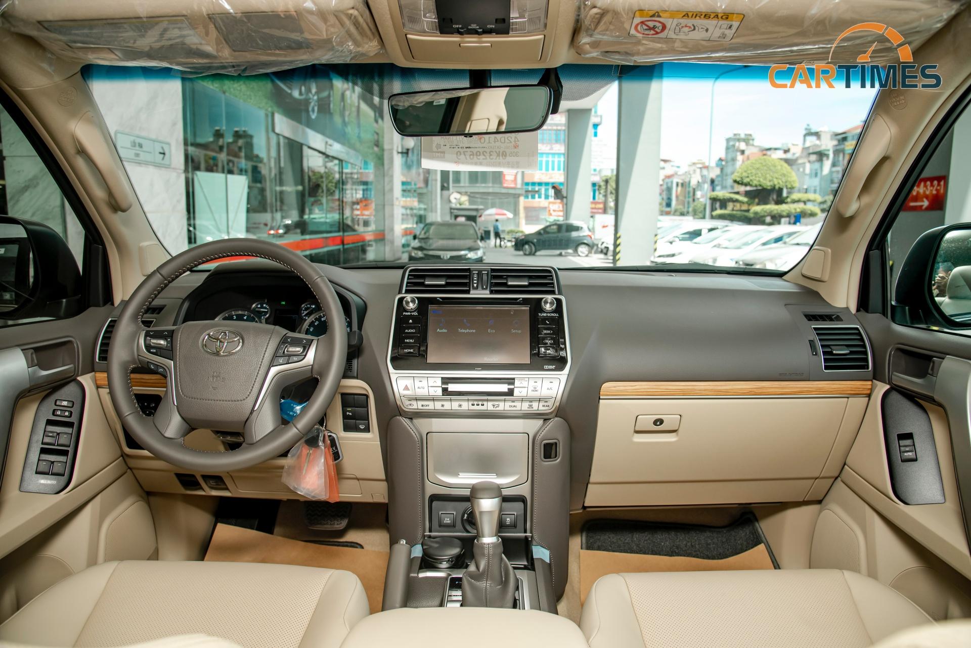 Hàng ghế trước của Toyota Land Cruiser Prado 2020