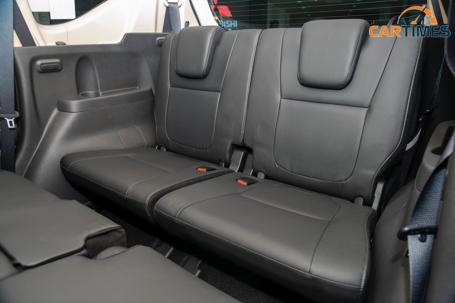 Ghế xe bọc da tối màu là điểm mới trên Mitsubishi Xpander 2020