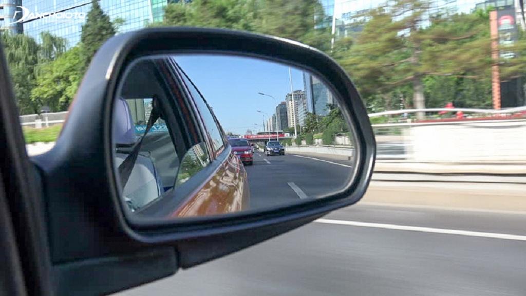 Cách khắc phục điểm mù trên ô tô, tài xế nào cũng cần biết