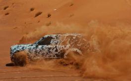 Bạn đã bao giờ thấy một chiếc Rolls-Royce siêu sang drift trên sa mạc?