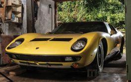 Siêu xe Lamborghini bỏ trong nhà kho cũ nát hét giá 28 tỷ