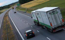 """Những """"điểm mù"""" xe tải mà bạn nên tránh"""