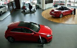 Ưu nhược điểm của việc mua xe ô tô trực tiếp tại đại lý và khi mua online