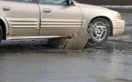 Bộ phận nào của ôtô dễ hư hại khi đi vào đường xóc?