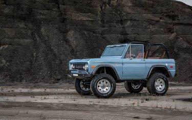 Ngắm xe cổ Ford Bronco 1973 được phục chế đẹp long lanh, giá đắt ngang siêu xe