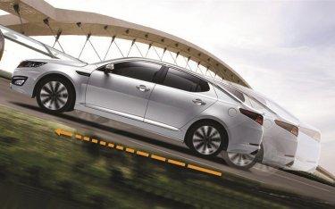Hệ thống hỗ trợ lực kéo (TRC) trên ô tô hoạt động như thế nào?