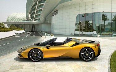 Ferrari SF90 Spider - Siêu xe hybrid mạnh 1.000 mã lực