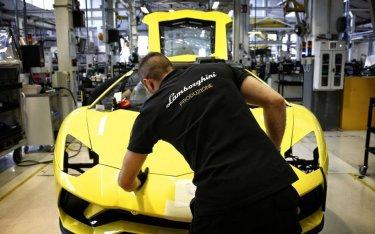 Những hãng xe nào trên thế giới đang sản xuất thiết bị y tế chống Covid-19?