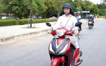 Những lỗi thường gặp của chị em khi điều khiển xe máy