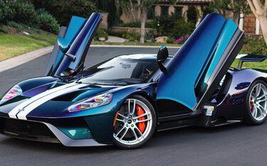 """Top 6 chiếc ô tô sở hữu lớp sơn """"độc và đắt"""" nhất thế giới"""